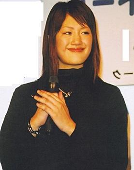 あごが目立つ綾瀬はるか.jpg