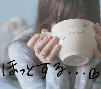 白湯を飲む女性.JPG