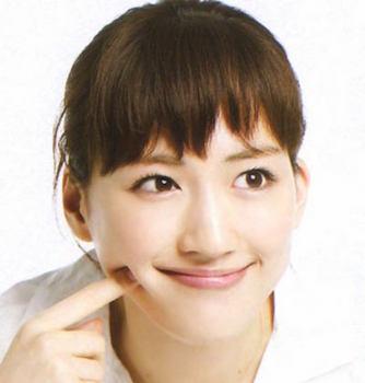 おちゃめな笑顔の綾瀬はるか.jpg